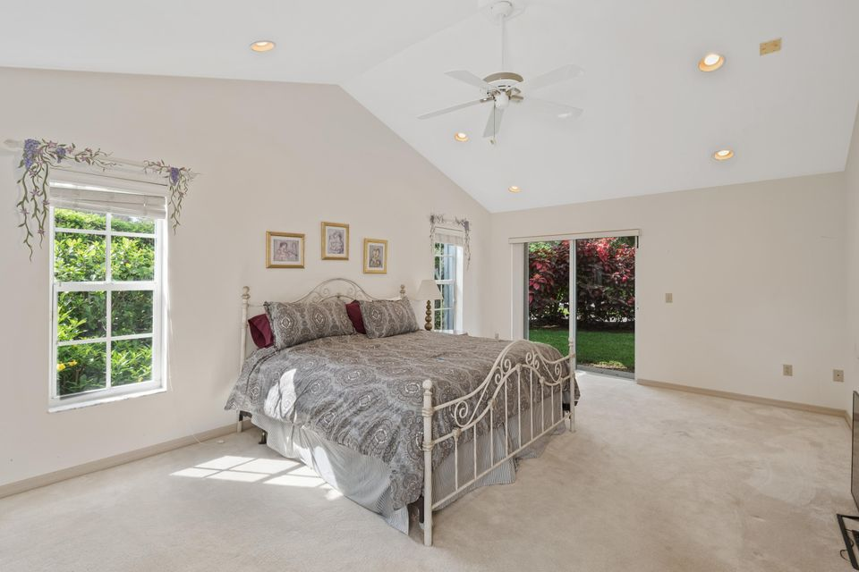 Master Bedroom w/ Outside Access