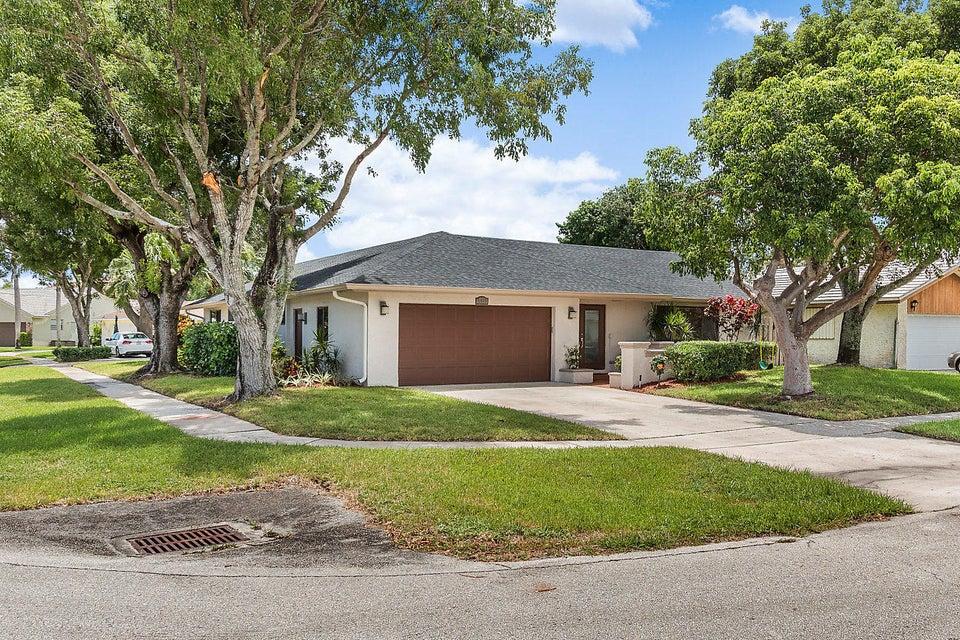 6633 Amberwoods Drive Boca Raton, FL 33433