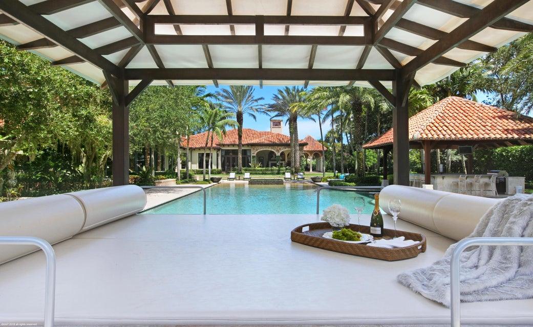 Lounge Poolside