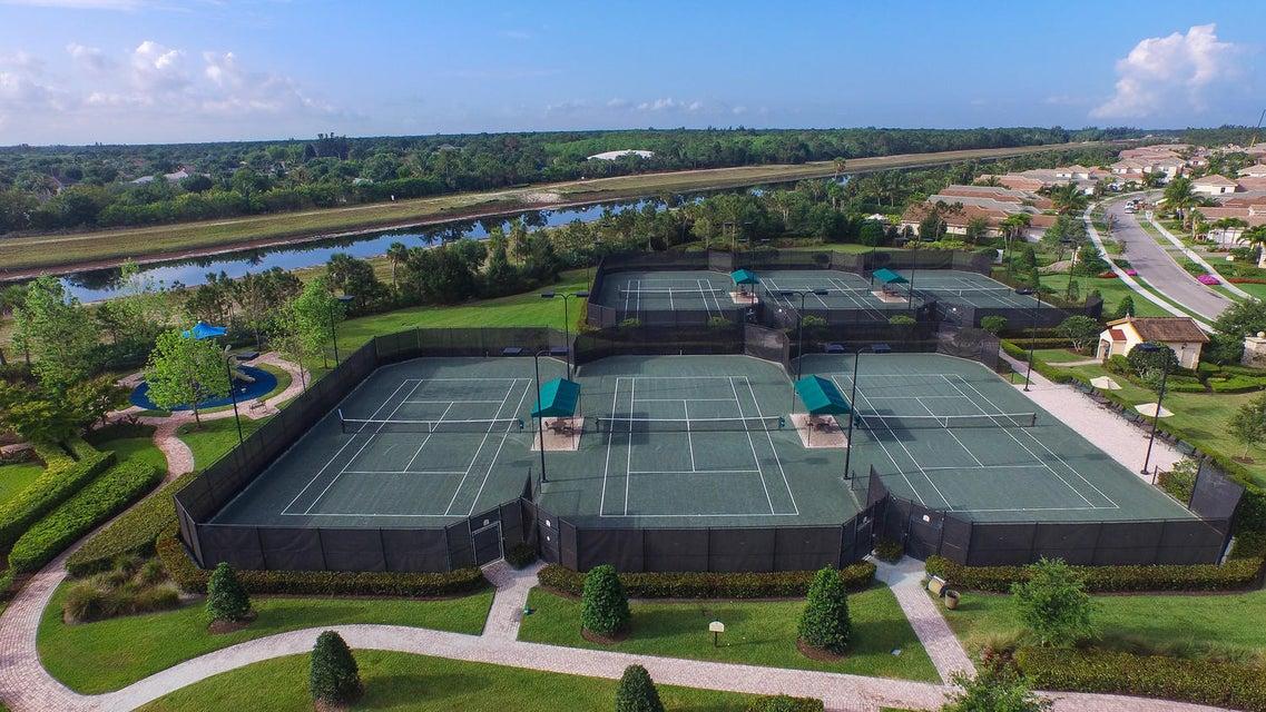 6 Har Tru tennis courts