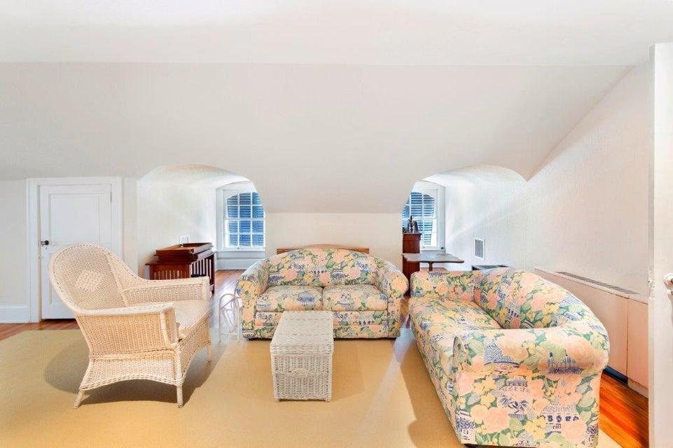 Dormer floor living room