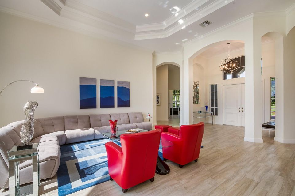 Formal Living Room/Entry