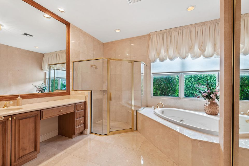 Ensuite Bath for Bedroom 2/2nd Master BR