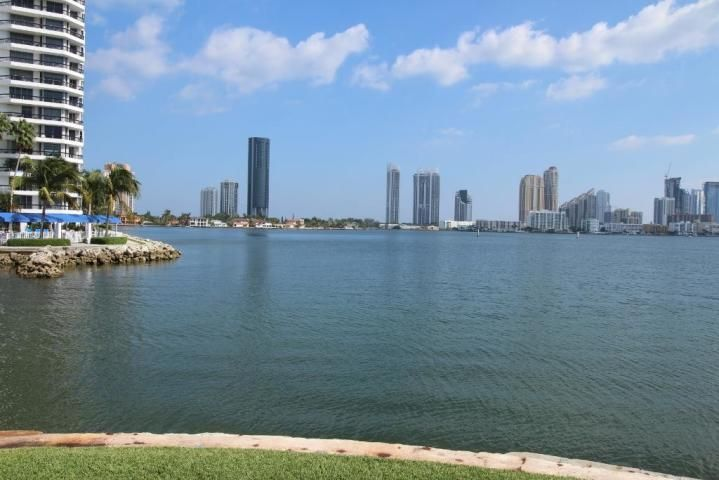 3350 192nd Street, Aventura, Florida 33180, 2 Bedrooms Bedrooms, ,2 BathroomsBathrooms,Condo/Coop,For Sale,Southview,192nd,5,RX-10467256
