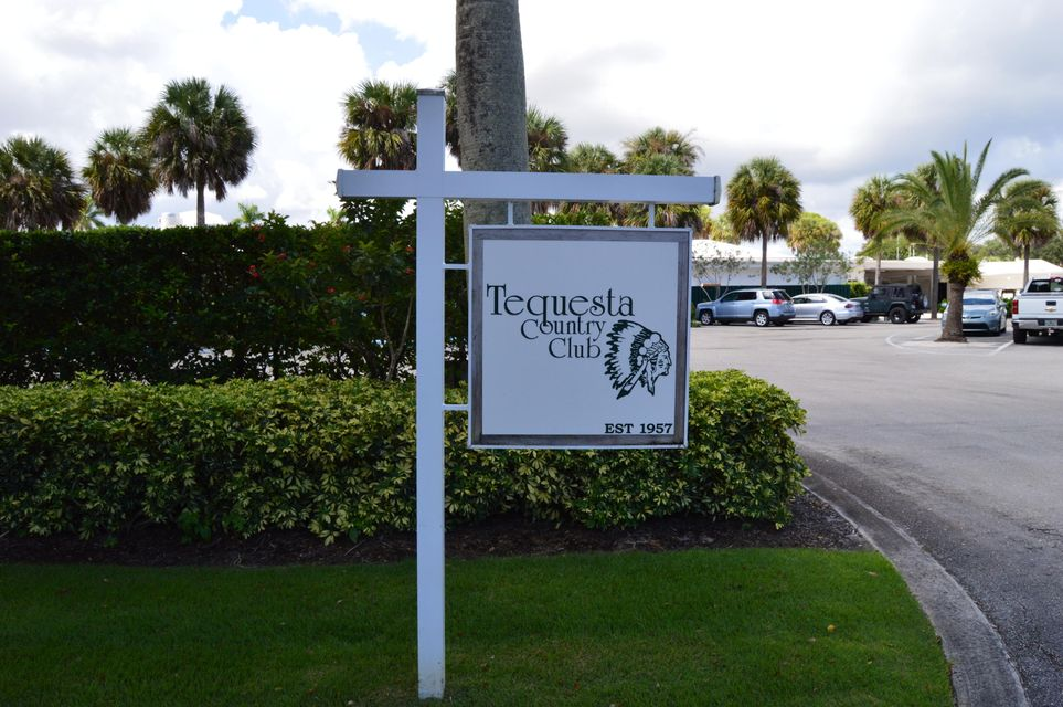 TEQUESTA COUNTRY CLUB SIGN