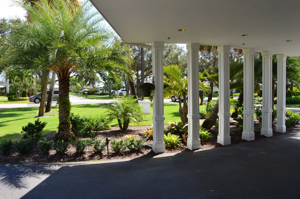 TEQUESTA COUNTRY CLUB ENTERANCE
