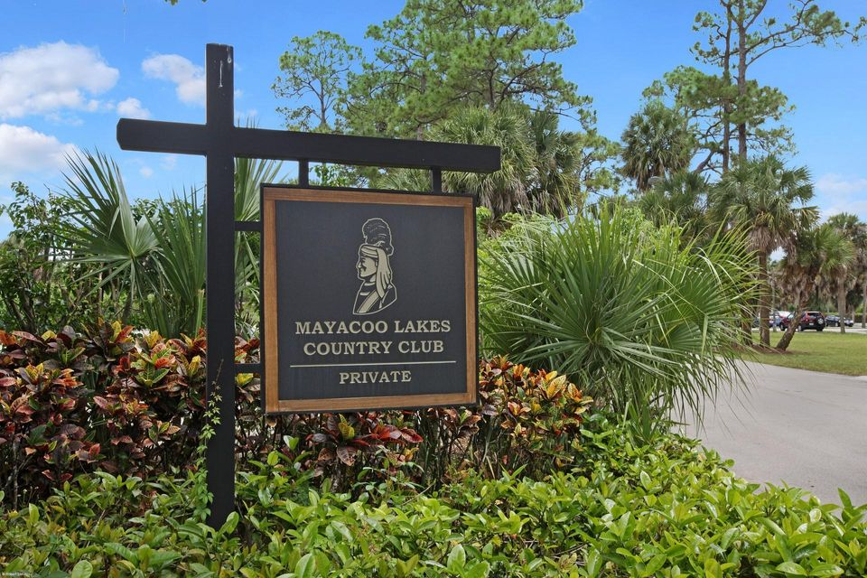 Mayacoo Lakes Clubhouse Sign