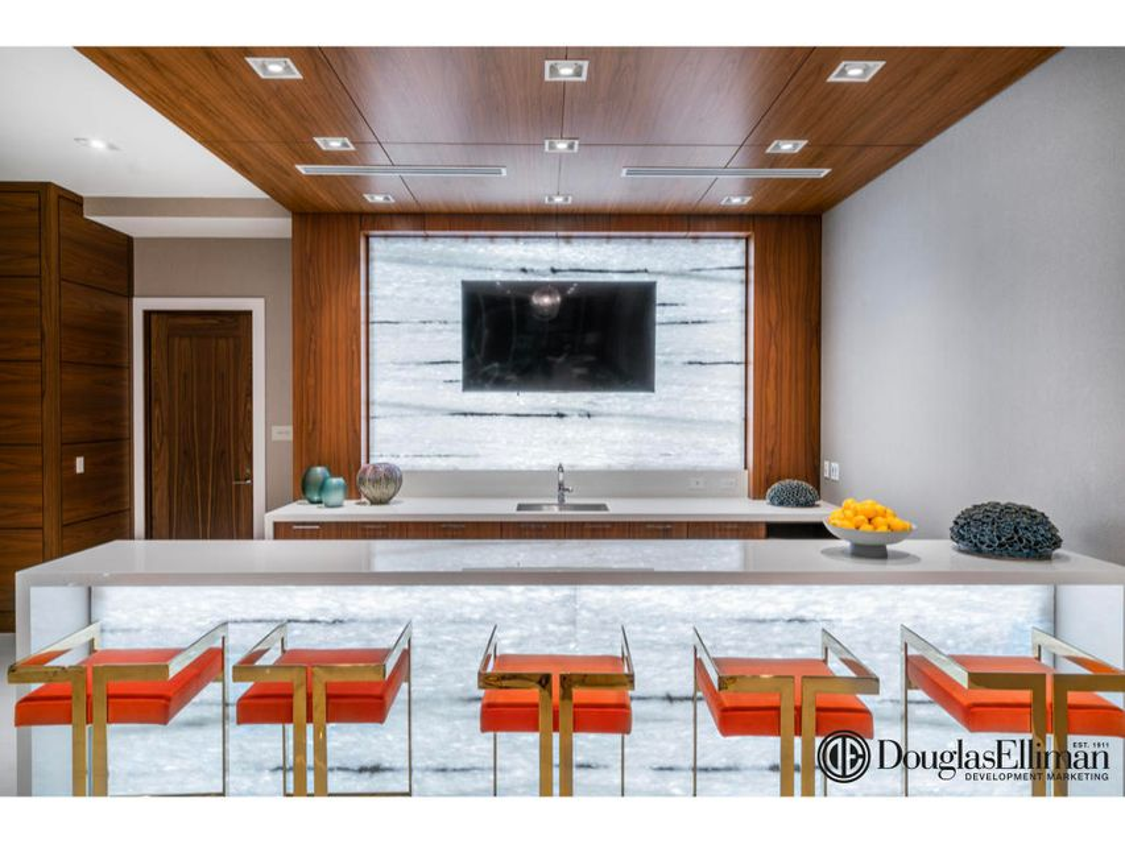 1.018 VistaBlue Social Room