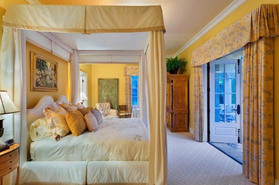 Guest bedroom w/balcony