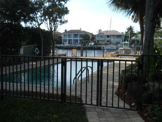 Heated Pool overlooking intracoastal with your own private 40 ft dock and 10,000 lb boat lift. Situated just south of PGA blvd with several waterfront restaurants like Waterway Cafe, Seasons 52, Panama Hatties and The Riverhouse.