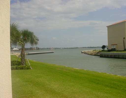 5 E HARBOUR ISLE Drive, 105, Hutchinson Island, FL 34949