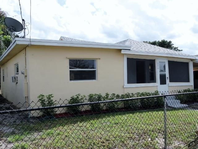 8498 SE Begonia Way, Hobe Sound, FL 33455