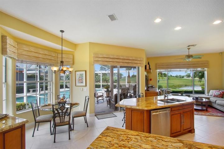 902 Augusta Pointe Drive, Palm Beach Gardens, FL 33418