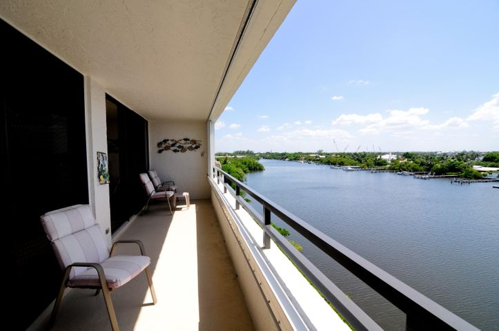 Over-sized balcony with direct Intracoastal view
