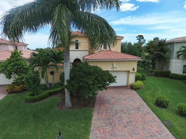 154 Viera Drive, Palm Beach Gardens, FL 33418