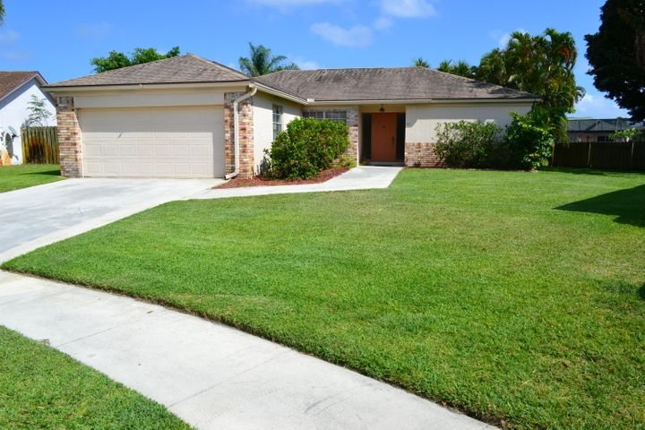 169 Arrowhead Circle, Jupiter, FL 33458