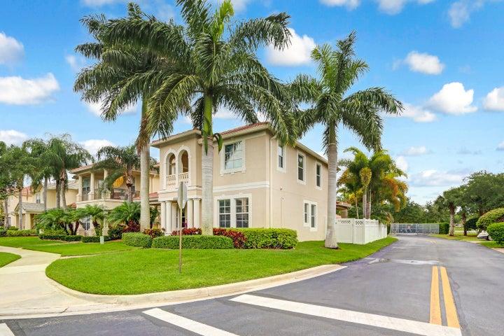 8208 Calterra Drive, Palm Beach Gardens, FL 33418