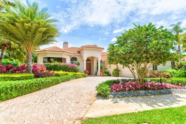38 Saint James Drive, Palm Beach Gardens, FL 33418