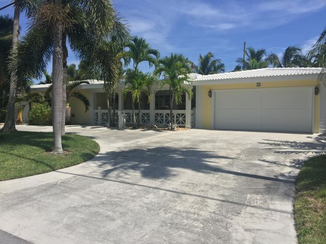 2 CAR GARAGE PLUS CIRULAR DRIVEWAY AND SIDE DRIVEWAYS FOR BOAT, RV, TRUCK, MORE CARS, OR A MOTORCYCLE! NO RESTRICTIONS HERE!
