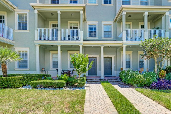 125 E Bay Cedar Circle, Jupiter, FL 33458