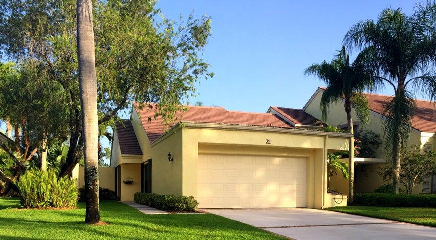 32 Edinburgh Drive, Palm Beach Gardens, FL 33418