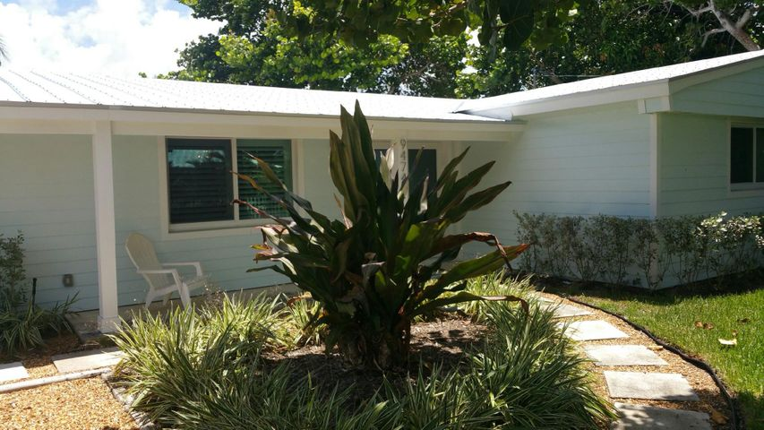 9474 SE Cove Point Street, Tequesta, FL 33469