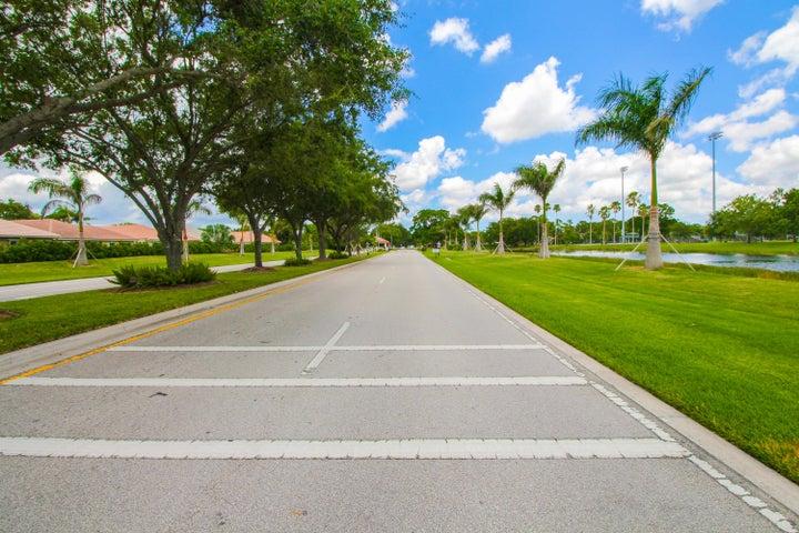 32 Cayman Place, Palm Beach Gardens, FL 33418