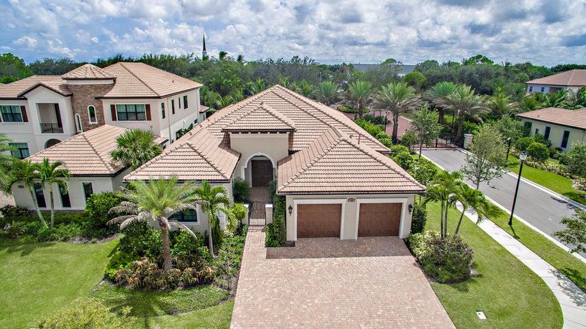 150 Gardenia Isles Dr, Palm Beach Gardens, FL 33418