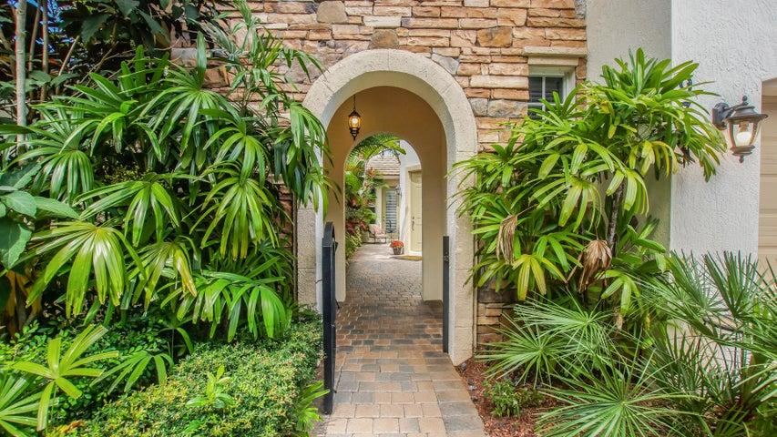 976 Mill Creek Drive, Palm Beach Gardens, FL 33410