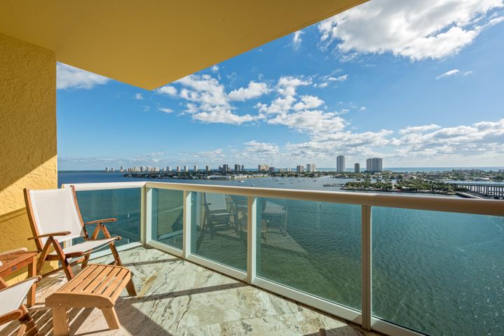 Overlooking ocean and intracoastal!