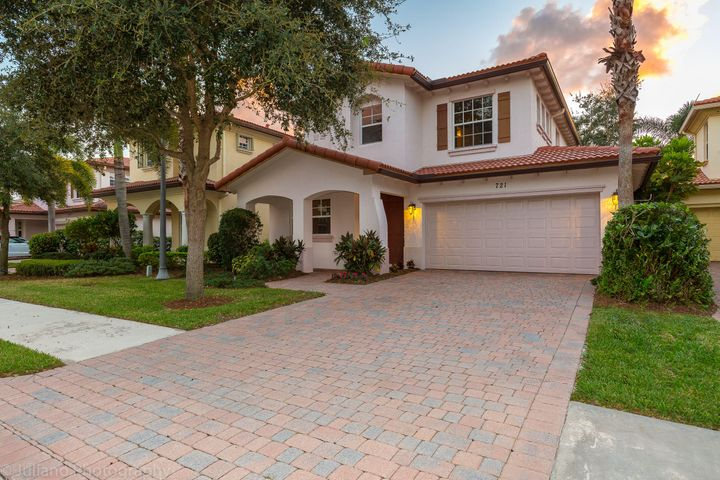 721 Duchess Court, Palm Beach Gardens, FL 33410