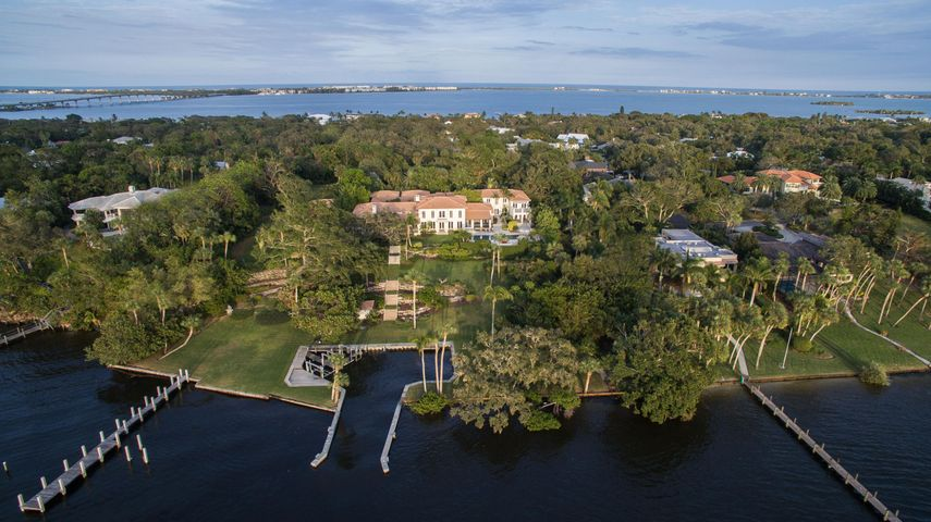27 Emarita Way, Sewalls Point, FL 34996