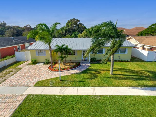 504 Circle West, Jupiter, FL 33410