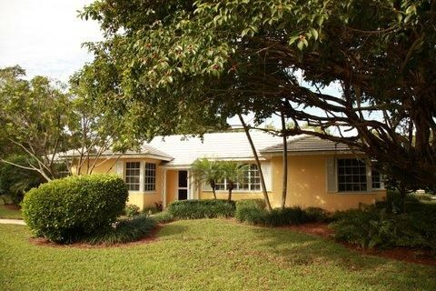 33 Country Road, Village Of Golf, FL 33436
