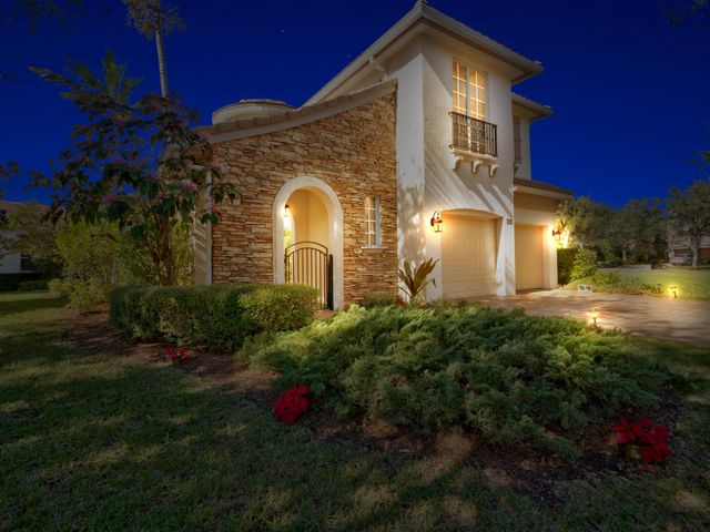 735 Bocce Court, Palm Beach Gardens, FL 33410