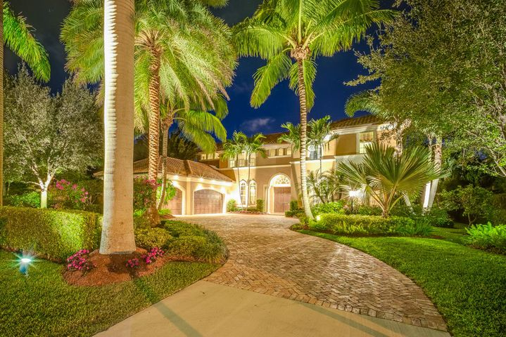 16 Carrick Road, Palm Beach Gardens, FL 33418