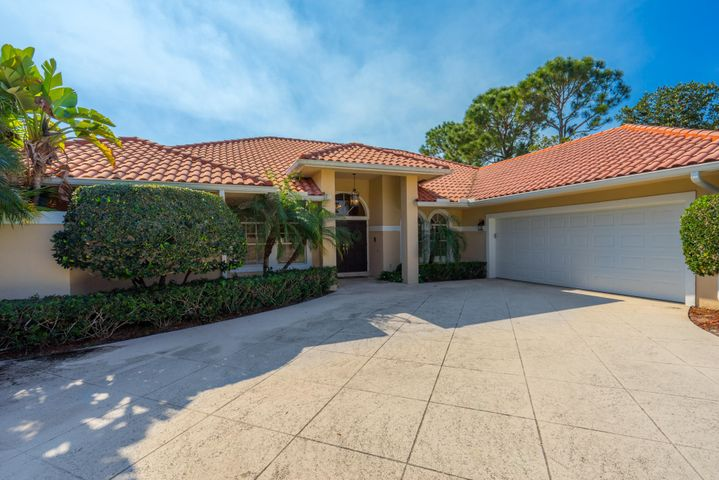 110 Thornton Drive, Palm Beach Gardens, FL 33418