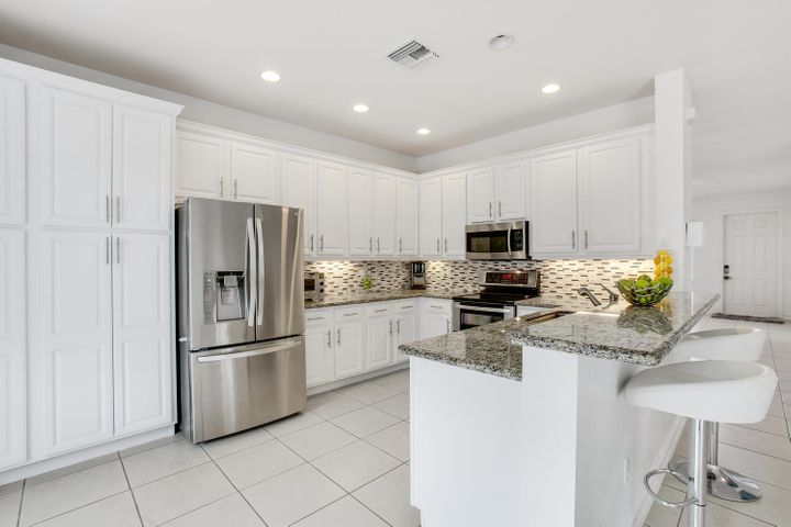 Beautifully updated kitchen w/ tons of storage!
