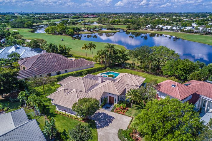 2425 Chesapeake Circle, West Palm Beach, FL 33409