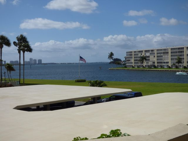 123 Lakeshore Drive, 242, North Palm Beach, FL 33408