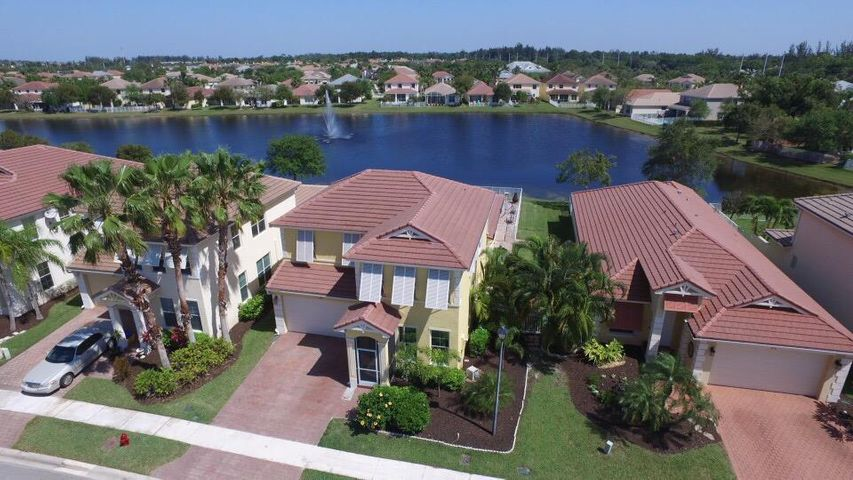LAKEFRONT POOL HOME. MOVE IN READY