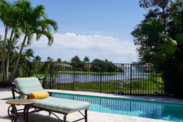 Private Pool with south exposure and stunning water views. Enjoy the Florida LIFESTYLE.
