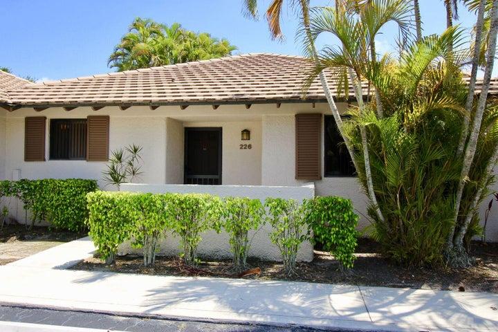 226 Club Drive, Palm Beach Gardens, FL 33418
