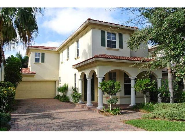 607 Castle Drive, Palm Beach Gardens, FL 33410