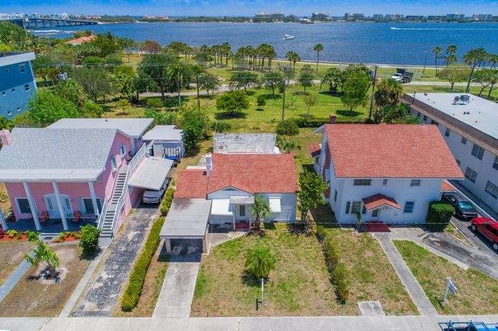 222 S Lakeside Drive, Lake Worth, FL 33460