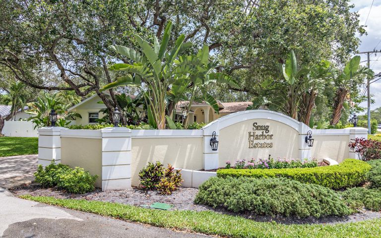 2464 Snug Harbor Drive, Palm Beach Gardens, FL 33410