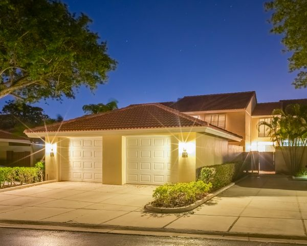 219 Old Meadow Way, Palm Beach Gardens, FL 33418