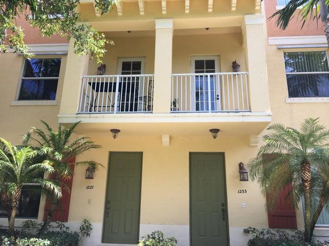 1227 Via Maggio, Boynton Beach, FL 33426