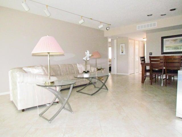 4100 Tivoli Court, 302, Lake Worth, FL 33467