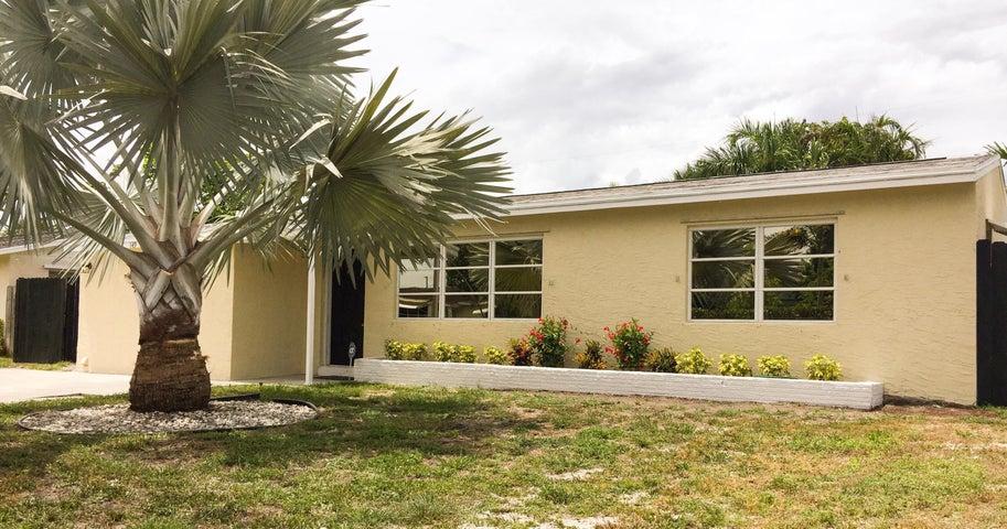 149 SE 27th Place, Boynton Beach, FL 33435
